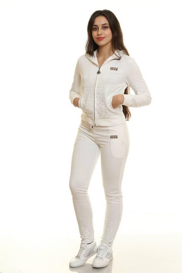 Белый спортивный костюм женский